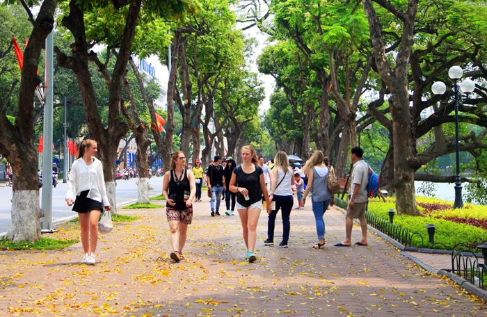 hanoi walking street