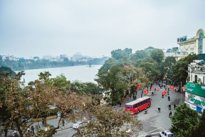 Walk around Hoan Kiem Lake