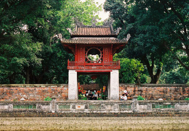 Khue Van Cac – The charm of Khue star. A consisted construction in Van Mieu Quoc Tu Giam